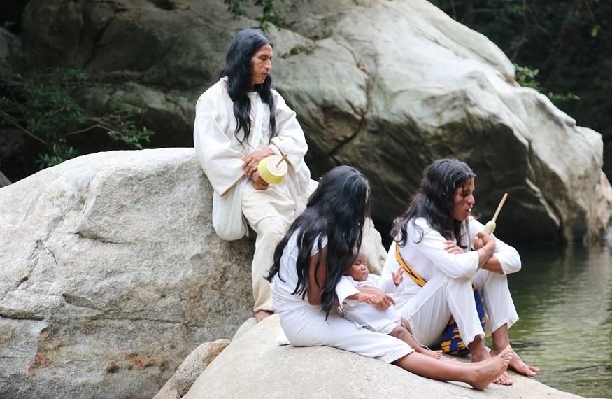 Eine Zeremonie zur Ehrung und Heilung des Wassers mit den Indianern des Kogi Stammes